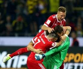 A festa dos jogadores do Bayern com o seu goleiro. Twitter/Bayern