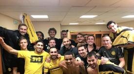 Sergio Gómez, junto a sus compañeros tras el triunfo. Twitter/BVB