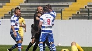 Al Canelas 2010 no le importa agredir a rivales... ni a árbitros. OJogo
