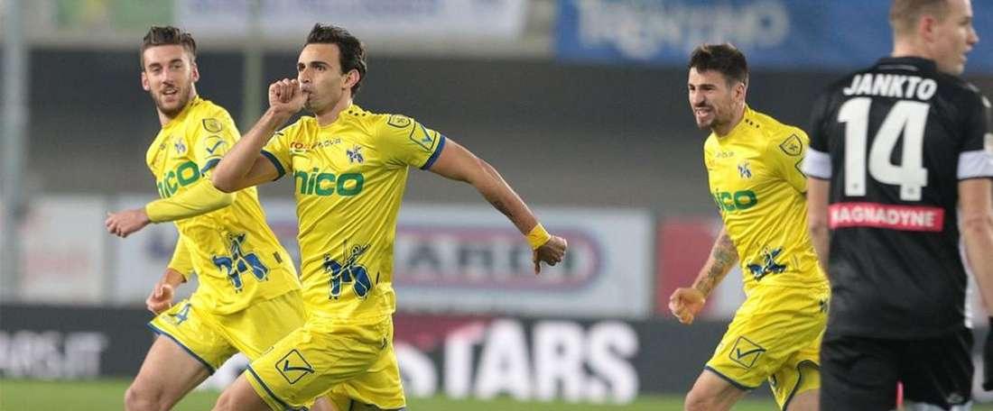 Un golazo de Radovanovic no fue suficiente para acabar con el Udinese. Twitter/ACChievoVerona