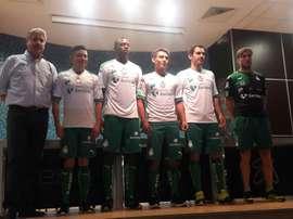 Jugadores del Club Santos Laguna, en plena presentación. ClubSantos