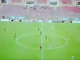 Los futbolistas guardaron un minuto de silencio espontáneo. Twitter