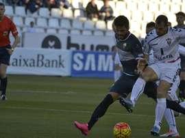 Jugadores del Elche y el Albacete disputándose un balón. Twitter