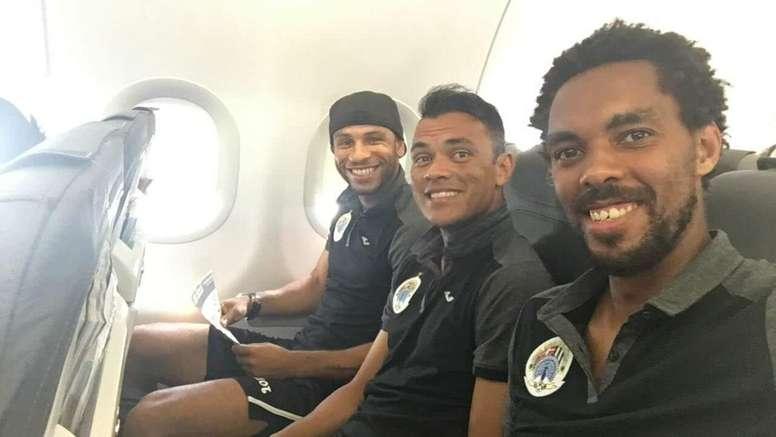 Jugadores del Hibernians en el avión hacia Estonia. HiberniansFC