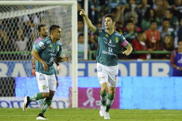 Jugadores del León, celebrando un tanto. Twitter