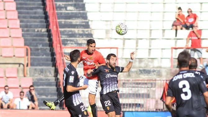 Jugadores del Nàstic y del Mallorca en el partido perteneciente a la jornada 5. LaLiga.