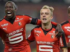Jugadores del Rennes celebran un gol ante el Troyes. Twitter