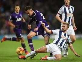 Jugadores del Tottenham y el West Bromwich Albion disputándose un balón. Twitter