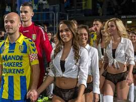 Los futbolistas del Waalwijk salieron con una compañía que no es la habitual. Facebook