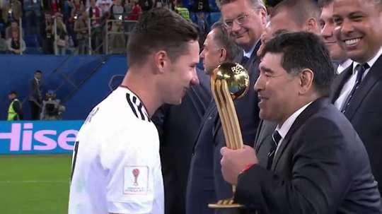 El exjugador argentino Diego Maradona asiste al ''Fans meet football stars event''. EFE/Archivo