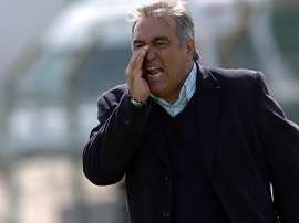 Julio César Antúnez deja de ser entrenador del Tanque Sisley. Tenfield