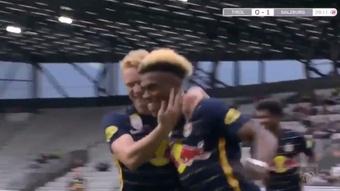 Junior Adamu marcó el primer gol del Salzburgo ante al Tirol. Captura/Footters