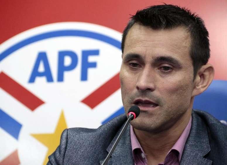 El portero paraguayo cuelga las botas tras más de 16 años de carrera. Albirroja