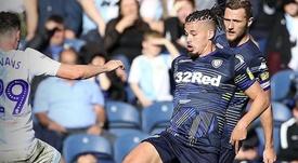 Leeds United parachève la prolongation de Phillips. LeedsUnited