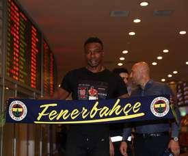 Kameni n'a pas joué depuis un an. Twitter/Fenerbahçe