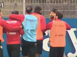 Karim Bellarabi y Roberto Hilbert llegaron a las manos en un entrenamiento. Youtube/Bild
