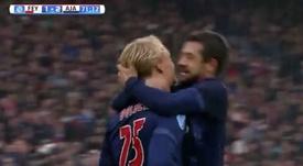 Kasper Dolberg celebra un tanto con el Ajax ante el Feyenoord. Twitter