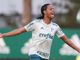 Keno celebra pelo Palmeiras. Palmeiras