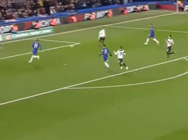 Keogh couldn't clear Zappacosta's cross. Captura Sky