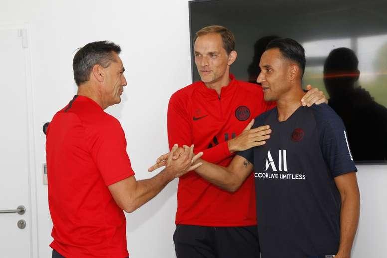 Keylor Navas has already met his new team-mates. Twitter/PSG_Inside