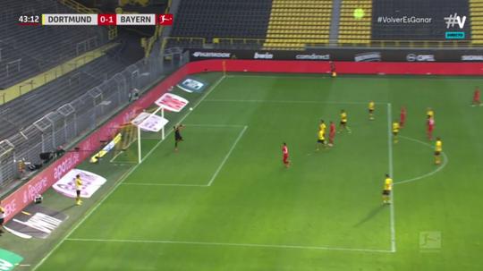 O incrível gol por cobertura de Kimmich no clássico alemão. Captura/Movistar+