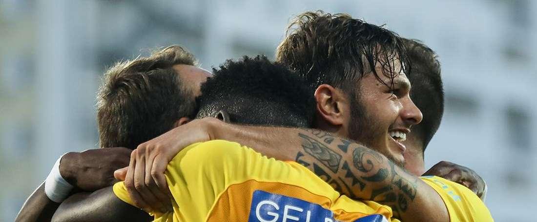 Kléber brilhou na vitória do Estoril sobre o Vitória SC. Twitter/MaisFutebol