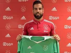 Aos 25 anos, Lamprou volta a um 'grande' holandês. Twitter/Ajax