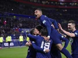Mbappé comemora um dos três gols contra o Lyon na semifinal da Copa da França. Twitter/PSG