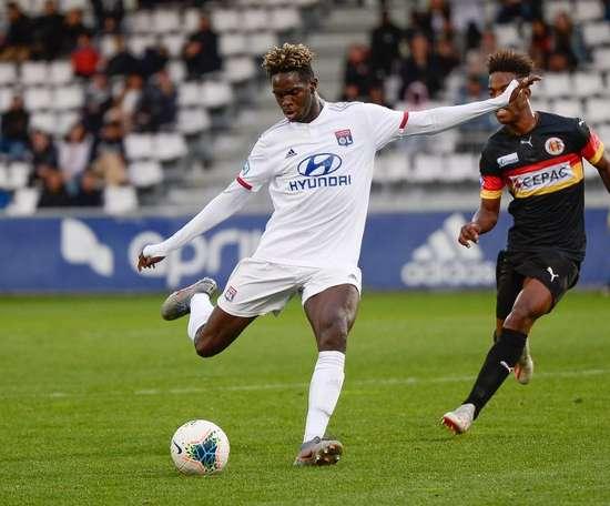Oumar Solet souffre d'une rupture des ligaments croisés. Twitter/OL
