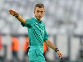 Clément Turpin pendant le match de L1 Bordeaux - Guingamp au Matmut Atlantique. AFP