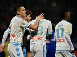 L'attaquant de l'OM Lucas Ocampos félicité par ses coéquipiers avec son but contre Bourg-en-Bresse-Péronnas. AFP