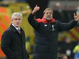 L'entraîneur de Liverpool Jürgen Klopp (d) en Coupe de la Ligue anglaise contre Stoke City. AFP