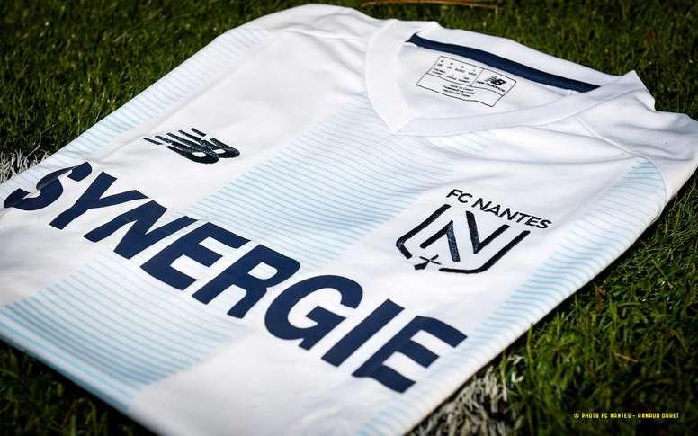El Nantes presentó una nueva camiseta en homenaje a Sala. Twitter/FCNantes