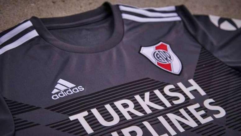 Así es la nueva camiseta alternativa de River. Adidas