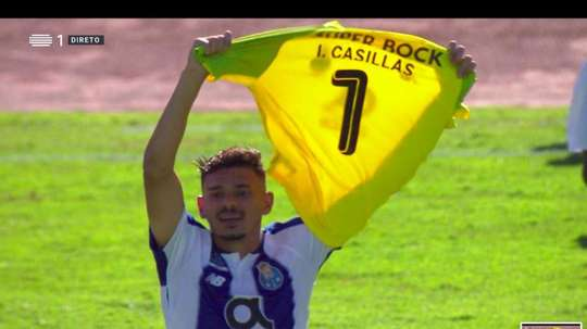 Soares paid tribute to Casillas during the celebration of his goal. Captura
