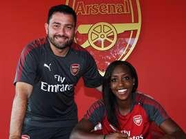 Danielle Carter firmó contrato con el Arsenal Women. ArsenalWFC
