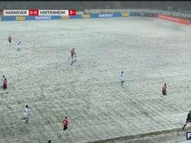Neve na partida entre o Hannover96 e o Hoffenheim. Twitter/FS2