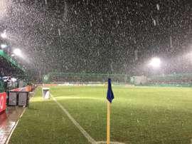 La nieve obligó a suspender el partido de Copa del Borussia Dortmund. Twitter