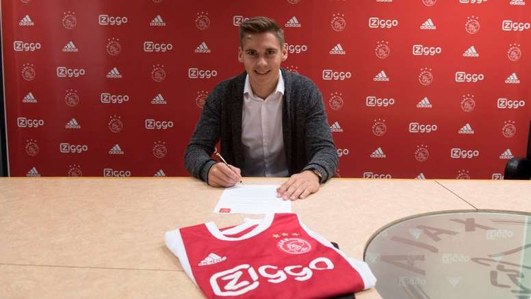 Wöber se convirtió en el último refuerzo del Ajax. AjaxAmsterdam