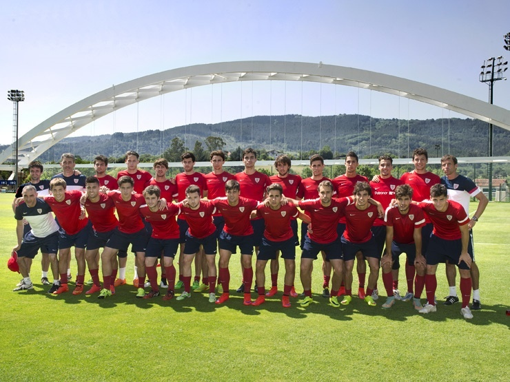 La plantilla del Bilbao Athletic al inicio de la pretemporada. Athletic-Club