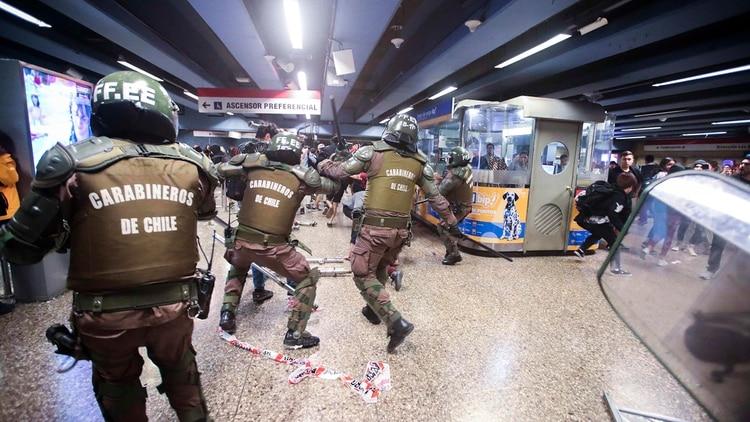 Suspendida de nuevo la jornada en Chile por disturbios. EFE