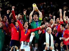 La selección levanta la Copa del Mundo en 2010. Twitter