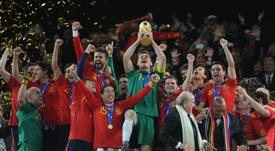 Tras Villa, aún resisten 14 campeones del Mundial 2010. EFE