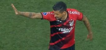 Lucho González jugó sus últimos minutos con Athletico Paranaense. Captura/CONMEBOLTV