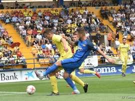 Lance de juego del choque entre Villarreal B y Fuenlabrada. CFuenlabradaSAD