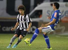 Lance del partido entre Botafogo y Cruzeiro. Botafogo