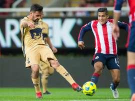Lance del partido entre Chivas y Pumas. PumasMX