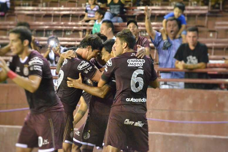 Lanús celebra uno de sus goles. ClubLanús