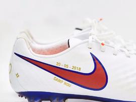 As chuteiras que o meia usará em sua despedida do Barça. Captura/FCBarcelona