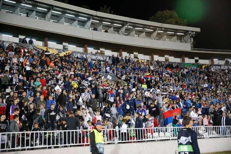 El Partizan llenó el estadio de niños por una sanción de la UEFA. FKPartizan